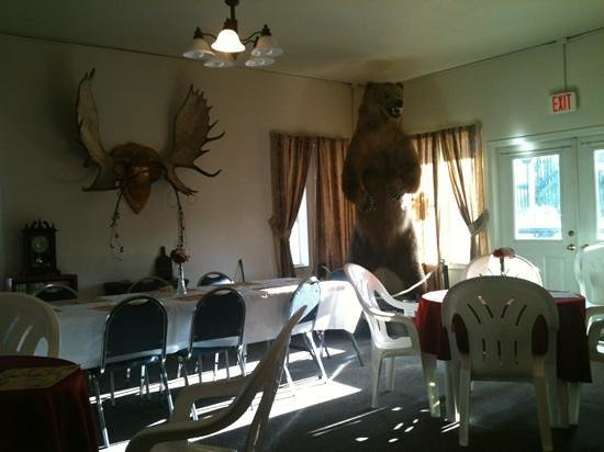 Golden Bear Motel & RV Park : dining area