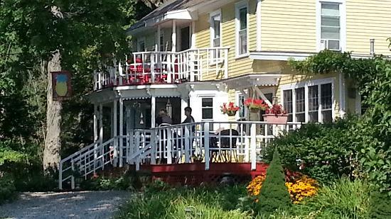 Saratoga Farmstead B&B: Close up of porches