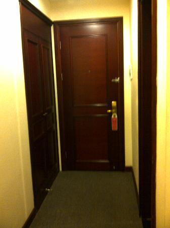 Rosaliza Hotel: entrance