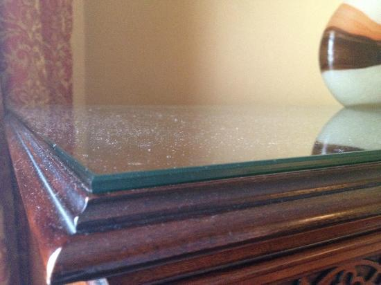 Tidewater Inn: heavy dust on TV cabinet