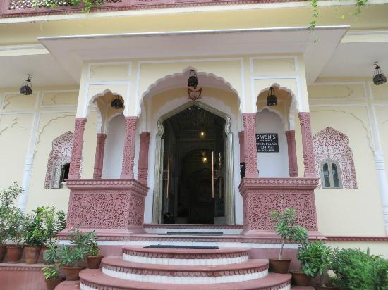 Pearl Palace Heritage - The Boutique Guesthouse: Front entrance