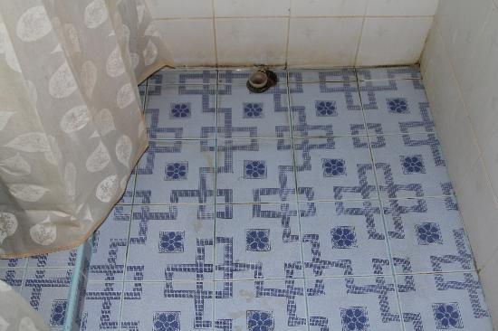 Thepvong Place: Bathroom