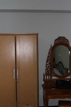 Thepvong Place: Room