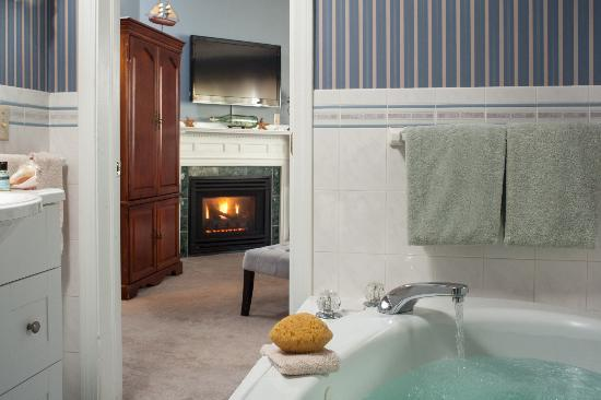 Beech Tree Inn and Cottage: Jacuzzi tubs