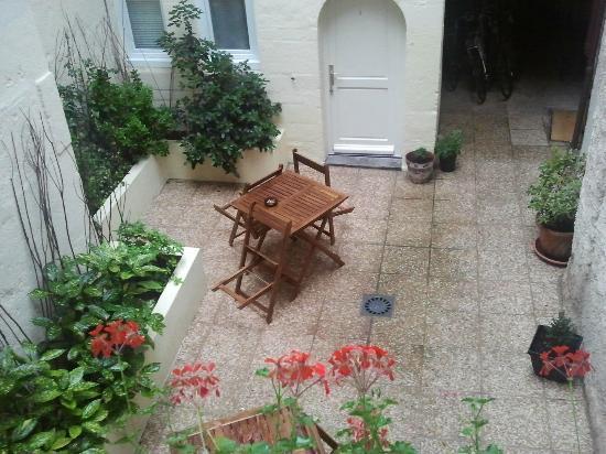Hotel Le Chambellan : Il cortile che unisce le due parti dell'hotel