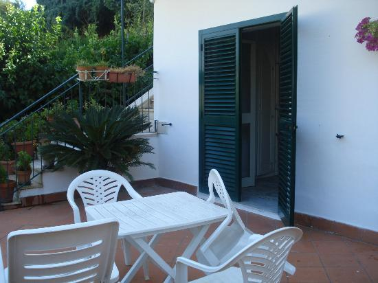 Hotel Maison Raphael: terrazza stanza