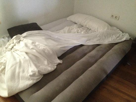 Apartamentos Coronado: colchon hinchable, lo que es para ellos cama supletoria