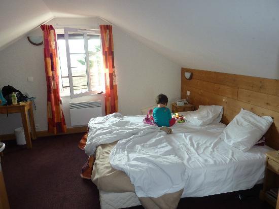 Chambre c t enfants et sdb picture of l 39 auberge du for Chambre auberge