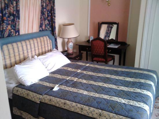 Royal Victoria Hotel: Double bedroom
