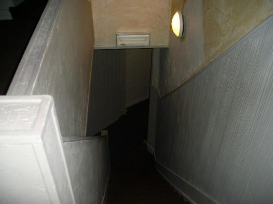 Hotel O Terrasses: Stairs to room (not the only flight)