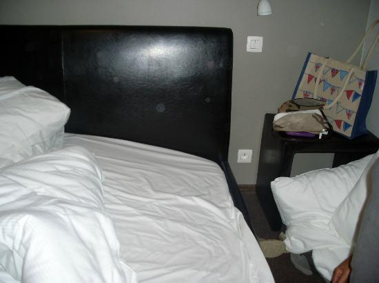 Hotel O Terrasses: Bed ( frame wasn't on right but easily fixed)
