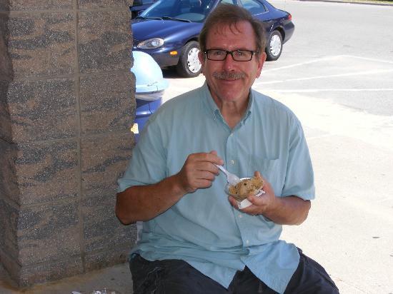 Stearns Park : Dan enjoys his coffee ice cream.