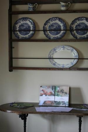 The Swan at Southrop: Blue and white china