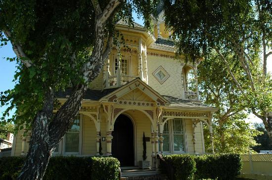 The Victorian Mansion at Los Alamos: The Victorian Mansion