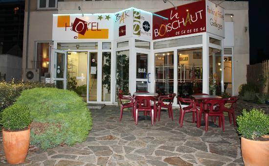 Hotel Le Boischaut : Entrée & Façade de l'hôtel