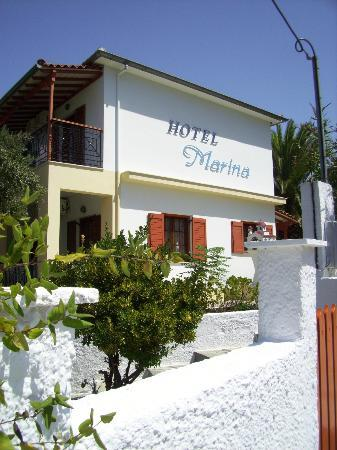 Marina Apartments: Entrance