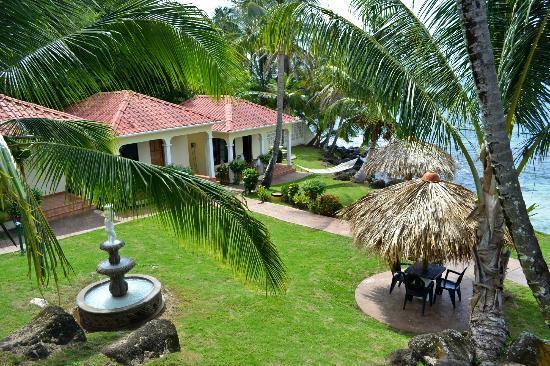 Casa Canada: Hotel grounds