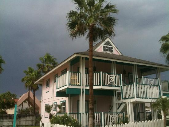 Seashell Village Resort: Rare, stormy day at Seashell Village