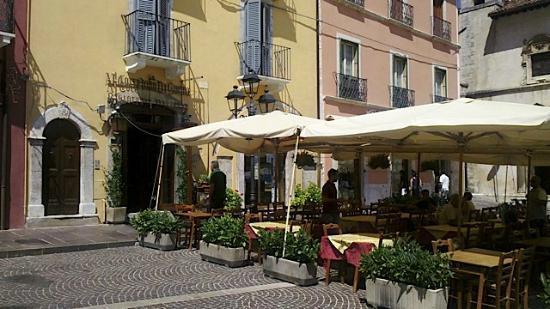 Ristorante Al Corradino di Svevia : I tavoli all'aperto