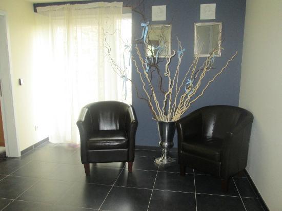 Salon photo de appart h tel village fleuri sohier for Appart hotel salon
