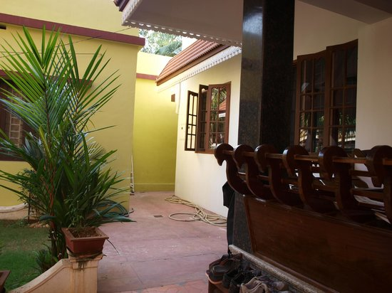 Beena Homestay: looking to veranda and our room