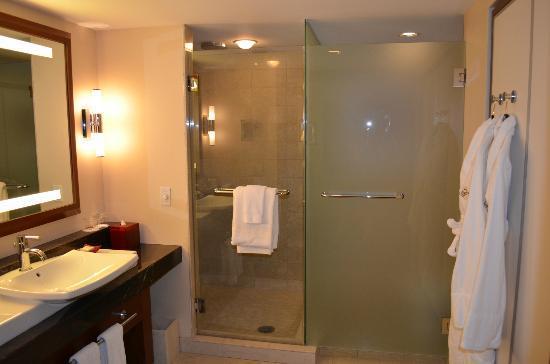 Battery Wharf Hotel, Boston Waterfront: Bathroom facilities