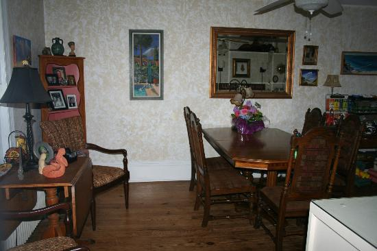 At Melissa's B & B: Dining Area