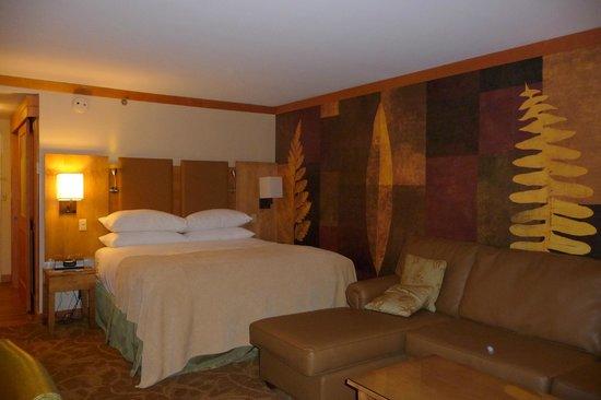 High Peaks Resort : Room in main building