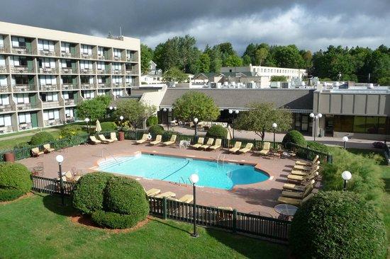 High Peaks Resort: Pool area of main building