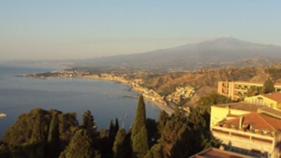 Camere Il Leone: VISTA DESDE LA TERRAZA. al fondo el Etna