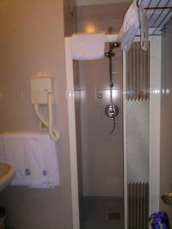 Aparthotel Imperial:                                     Doccia del bagno