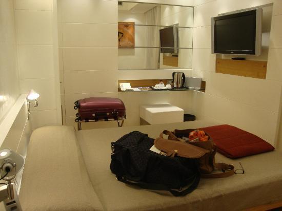 White Hotel: Habitación