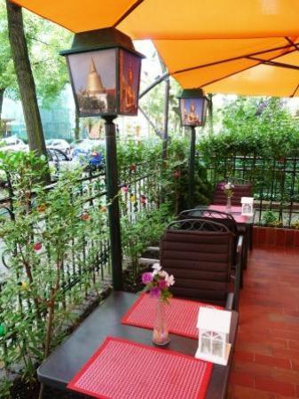 Tonsai Thai-Restaurant: Vorgarten Detailansicht