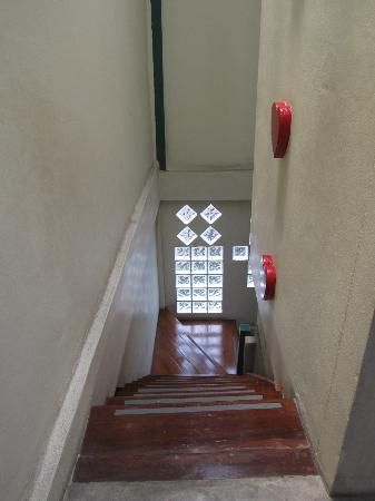 Cozy Bangkok Place Hostel: stairs