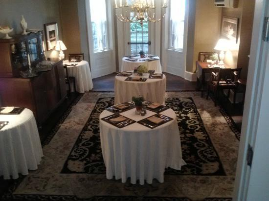 The Sayre Mansion Inn: This is the area where breakfast is served, it was very pleasant.
