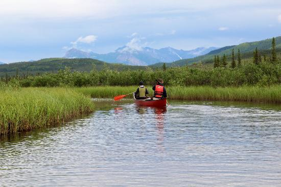Iniakuk Lake Wilderness Lodge: Canoeing