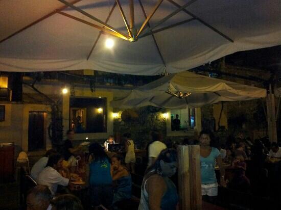 """Pub pizzeria """"Il borgo"""" presso il porto di Acciaroli (agosto 2012)"""