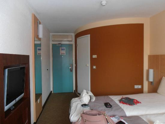 Ibis London Stratford: Bathroom pod