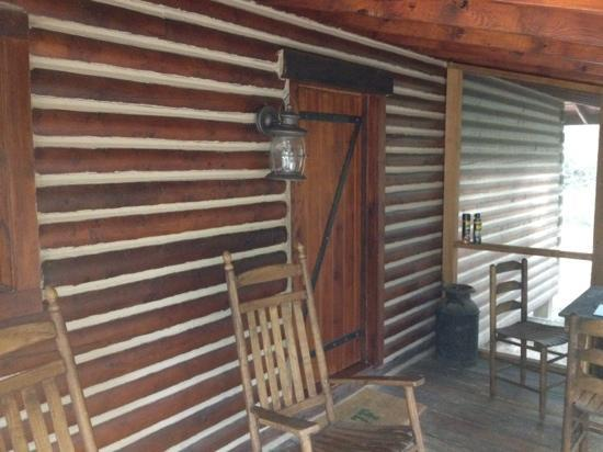 7F Lodge: Front Porch of Batts Ferry Cabin.
