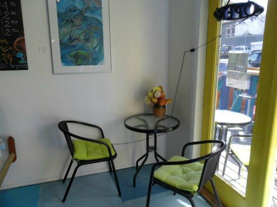Tofino Tea Bar: sit in and chat