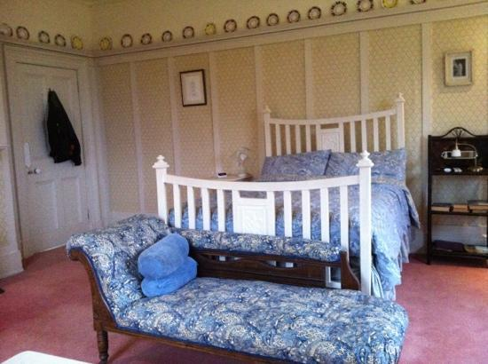 Stokyn Hall Bed & Breakfast: my lens is not wide enough to photograph this cavernous bedroom