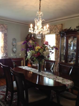 1907 Bragdon House Bed & Breakfast: The dining room/breakfast area