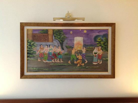De Arni Bangkok: A traditional Thai painting adorns the room