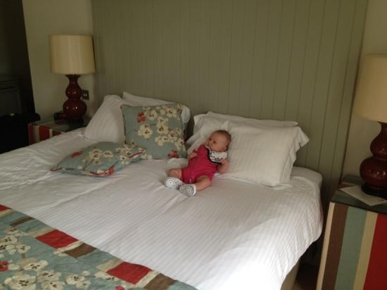 The Wheatley Arms: our bedroom