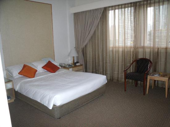 Hotel Miramar: Clean and comfortable room but basic for price.