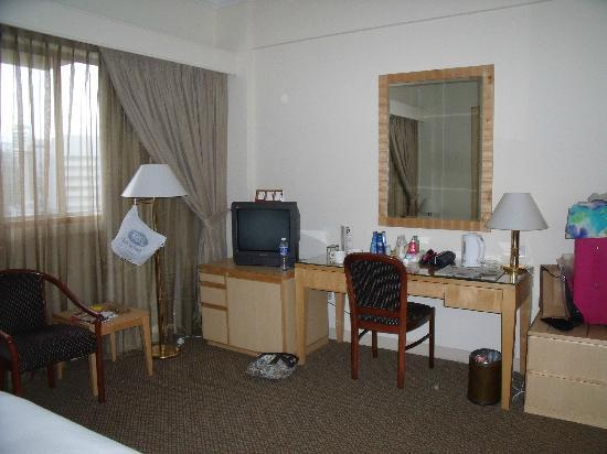 Hotel Miramar : Clean and comfortable room but basic for price.