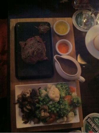 Harbour Bar: steak on a stone