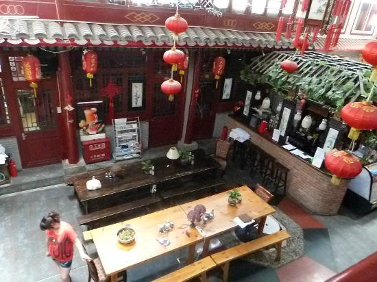 Red Lantern House: Bar et restaurant