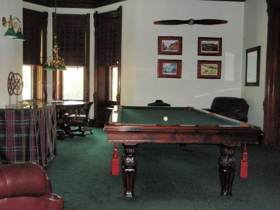 ‪‪Reynolds Mansion Bed and Breakfast‬: billiards