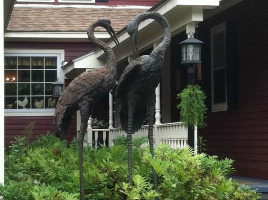 The Nutmeg: Lovely entrance with crane sculptures and fern garden